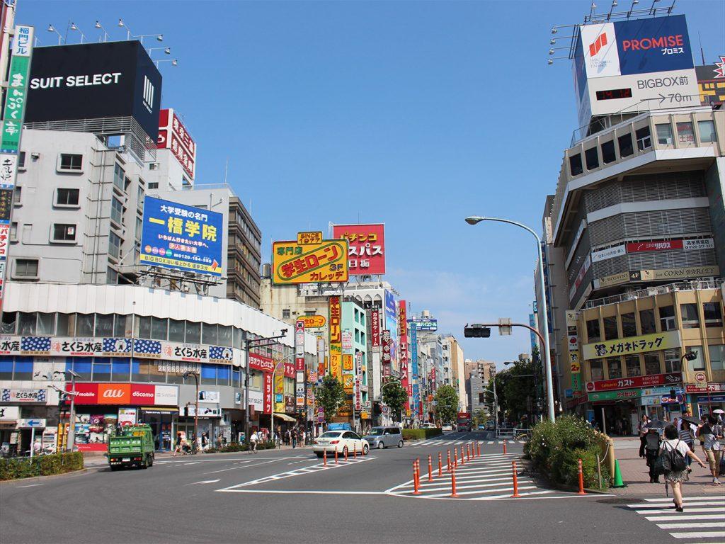 高田馬場駅前の風景01